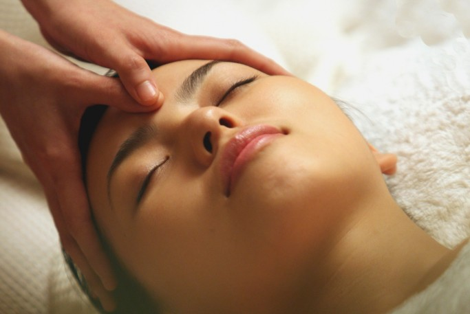 Cellular Energising Lifting Facial Massage
